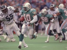 20 Oct 1996:  Running back Irving Spikes #40 of the Miami Dolphins is chased by linebacker Ray Farmer #55 of the Philadelphia Eagles during the Dolphins 35-28 loss at Veterans Stadium in Philadelphia, Pennsylvania. Mandatory Credit: Andy Lyons  /Allsport