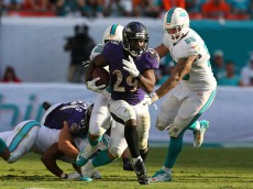 MIAMI GARDENS, FL - DECEMBER 07:  Running back Justin Forsett #29 of the Baltimore Ravens runs for fourth quarter yardage against the Miami Dolphins during a game at Sun Life Stadium on December 7, 2014 in Miami Gardens, Florida. The Ravens defeated the Dolphins 28-13.   (Photo by Mike Ehrmann/Getty Images)