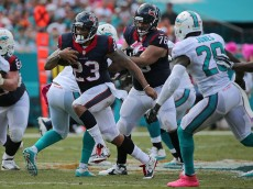 MIAMI GARDENS, FL - OCTOBER 25: Arian Foster #23 of the Houston Texans rushes during a game against the Miami Dolphins at Sun Life Stadium on October 25, 2015 in Miami Gardens, Florida.  (Photo by Mike Ehrmann/Getty Images)