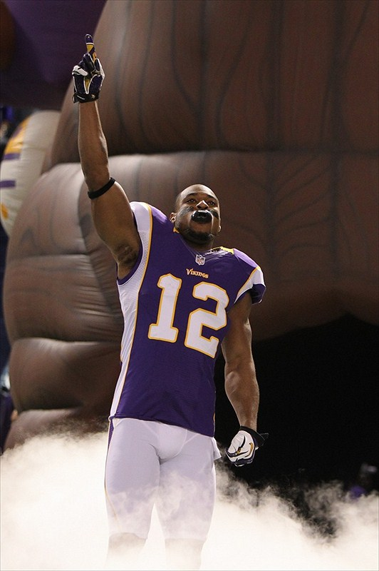 Percy Harvin holds hand up