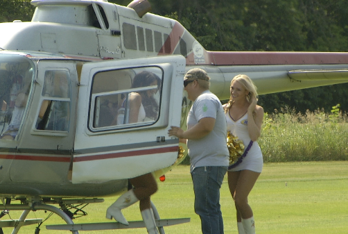 vikings cheerleaders helicopter