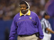 7 Oct 2001: Head coach Dennis Green of the Minnesota Vikings calls plays as his team is defeated by the New Orleans Saints at the Superdome in New Orleans, Louisiana. The Saints won 28-15. DIGITAL IMAGE. Mandatory Credit: Ronald Martinez/ALLSPORT