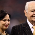 NEW ORLEANS - SEPTEMBER 09:  Team owner Tom Benson of the New Orleans Saints and his wife Gayle stand on the sideline prior to the Saints palying against the Minnesota Vikings at Louisiana Superdome on September 9, 2010 in New Orleans, Louisiana.  (Photo by Ronald Martinez/Getty Images)