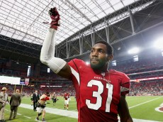GLENDALE, AZ - OCTOBER 26:  Cornerback Antonio Cromartie #31 of the Arizona Cardinals waves to fans after defeating the Philadelphia Eagles 24-20 in the NFL game at the University of Phoenix Stadium on October 26, 2014 in Glendale, Arizona.  (Photo by Christian Petersen/Getty Images)