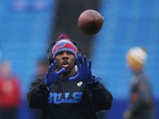 ORCHARD PARK, NY - DECEMBER 14:    C.J. Spiller #28 of the Buffalo Bills warms up before the game against the Green Bay Packers at Ralph Wilson Stadium on December 14, 2014 in Orchard Park, New York.  (Photo by Tom Szczerbowski/Getty Images)