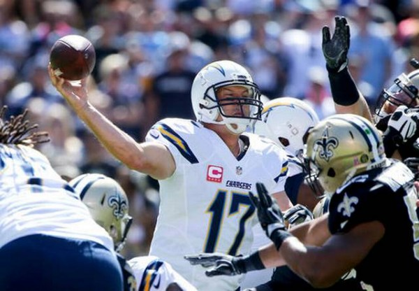 570saints-chargers-football-e1475462079940