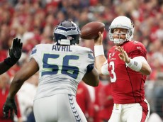 GLENDALE, AZ - JANUARY 03:  Quarterback Carson Palmer #3 of the Arizona Cardinals makes a touchdown pass in front of defensive end Cliff Avril #56 of the Seattle Seahawks in the second quarter during the NFL game at the University of Phoenix Stadium on January 3, 2016 in Glendale, Arizona.  (Photo by Christian Petersen/Getty Images)