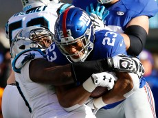EAST RUTHERFORD, NJ - DECEMBER 20:   Rashad Jennings #23 of the New York Giants runs the ball against the Carolina Panthers during their game at MetLife Stadium on December 20, 2015 in East Rutherford, New Jersey.  (Photo by Michael Reaves/Getty Images)