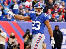 EAST RUTHERFORD, NJ - JANUARY 03:  Rashad Jennings #23 of the New York Giants celebrates after scoring a touchdown late in the second quarter against the Philadelphia Eagles during their game at MetLife Stadium on January 3, 2016 in East Rutherford, New Jersey.  (Photo by Al Bello/Getty Images)