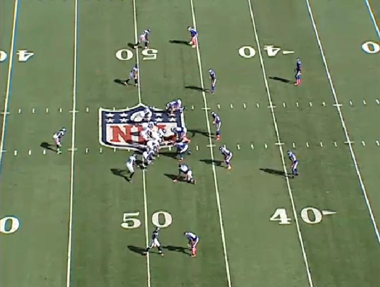 2011_W5_Lynch_run_sideline_pre-snap