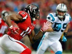 ATLANTA, GA - DECEMBER 27: Julio Jones #11 of the Atlanta Falcons runs after a catch during the first half against the Carolina Panthers at the Georgia Dome on December 27, 2015 in Atlanta, Georgia.  (Photo by Kevin C. Cox/Getty Images)