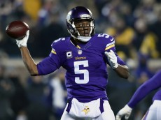 MINNEAPOLIS, MN - DECEMBER 27: Teddy Bridgewater #5 of the Minnesota Vikings passes the ball against the New York Giants during the first quarter of the game on December 27, 2015 at TCF Bank Stadium in Minneapolis, Minnesota. (Photo by Hannah Foslien/Getty Images)