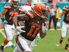 MIAMI GARDENS, FL - SEPTEMBER 25: Terrelle Pryor #11 of the Cleveland Browns runs with the football during the 1st quarter against the Miami Dolphins on September 25, 2016 in Miami Gardens, Florida. (Photo by Eric Espada/Getty Images)