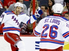 041115-NHL-NY-Rangers-dominic-moore-celebrates-after-scoring-Martin-St-Louis-MM-PI.vadapt.620.high.0