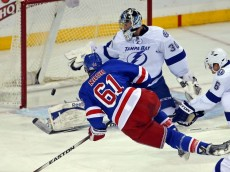 ben-bishop-rick-nash-nhl-tampa-bay-lightning-new-york-rangers-850x560