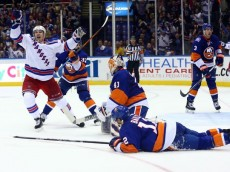 635760028402337256-USP-NHL-New-York-Rangers-at-New-York-Islanders