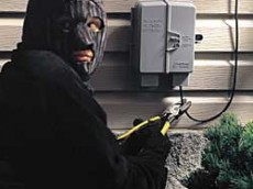 thieves-stealing-phone-lines