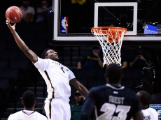 NEW YORK, NY - NOVEMBER 25: Jordan Bell #1 of the Oregon Ducks attempts a dunk in the first half during a game against the Virginia Commonwealth Rams at the Barclays Center on November 25, 2014 in the Brooklyn borough of New York City.  (Photo by Alex Goodlett/Getty Images)