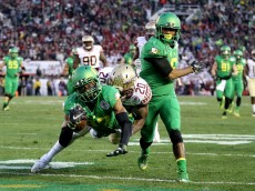 PASADENA, CA - JANUARY 01:  Wide receiver Darren Carrington #87 of the Oregon Ducks dives into the endzone for a touchdown after a 30-yard catch against the Florida State Seminoles in the third quarter of the College Football Playoff Semifinal at the Rose Bowl Game presented by Northwestern Mutual at the Rose Bowl on January 1, 2015 in Pasadena, California.  (Photo by Ezra Shaw/Getty Images)