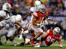 ARLINGTON, TX - JANUARY 12:  Running back Ezekiel Elliott #15 of the Ohio State Buckeyes runs the ball in the first quarter against the Oregon Ducks during the College Football Playoff National Championship Game at AT&T Stadium on January 12, 2015 in Arlington, Texas.  (Photo by Tom Pennington/Getty Images)
