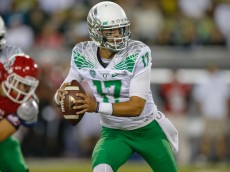 EUGENE, OR - AUGUST 30:  Quarterback Jeff Lockie #17 of the Oregon Ducks scrambles against the South Dakota Coyotes at Autzen Stadium on August 30, 2014 in Eugene, Oregon.  (Photo by Otto Greule Jr/Getty Images)