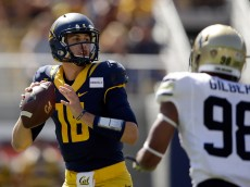 BERKELEY, CA - SEPTEMBER 27:  Jared Goff #16 of the California Golden Bears looks to pass the ball against the Colorado Buffaloes at California Memorial Stadium on September 27, 2014 in Berkeley, California.  (Photo by Ezra Shaw/Getty Images)