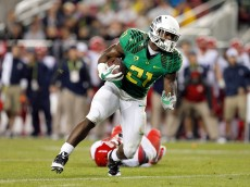 SANTA CLARA, CA - DECEMBER 05: Royce Freeman #21 of the Oregon Ducks keeps on his feet for a gain during the first half against the Arizona Wildcats in the PAC-12 Championships at Levi's Stadium on December 5, 2014 in Santa Clara, California. (Photo by Brian Bahr/Getty Images)