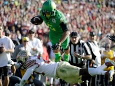 PASADENA, CA - JANUARY 01:  Wide receiver Charles Nelson #6 of the Oregon Ducks dives to the one-yard line in the first quarter of the College Football Playoff Semifinal against the Florida State Seminoles at the Rose Bowl Game presented by Northwestern Mutual at the Rose Bowl on January 1, 2015 in Pasadena, California.  (Photo by Jeff Gross/Getty Images)