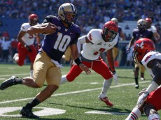 SEATTLE, WA - SEPTEMBER 06:  Quarterback Cyler Miles #10 of the Washington Huskies rushes against the Eastern Washington Eagles on September 6, 2014 at Husky Stadium in Seattle, Washington.  (Photo by Otto Greule Jr/Getty Images)