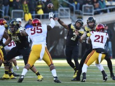 EUGENE, OR - NOVEMBER 21: Quarterback Vernon Adams Jr. #3 of the Oregon Ducks passes the ball during the second quarter of the game against the USC Trojans at Autzen Stadium on November 21, 2015 in Eugene, Oregon. (Photo by Steve Dykes/Getty Images)