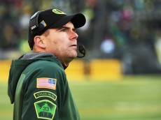 EUGENE, OR - NOVEMBER 27: Head coach Mark Helfrich looks on from the sidelines during the third quarter of the game against the Oregon State Beavers at Autzen Stadium on November 27, 2015 in Eugene, Oregon. (Photo by Steve Dykes/Getty Images)