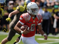 EUGENE, OR - APRIL 27: Marcus Mariota #8 of the Oregon Ducks runs with the ball in the first half of the Oregon Spring Game at Autzen Stadium on April 27, 2013 in Eugene, Oregon. (Photo by Steve Dykes/Getty Images)