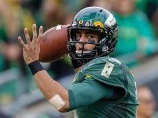 EUGENE, OR - NOVEMBER 22:  Quarterback Marcus Mariota #8 of the Oregon Ducks warms up prior to the game against the Colorado Buffaloes at Autzen Stadium on November 22, 2014 in Eugene, Oregon.  (Photo by Otto Greule Jr/Getty Images)