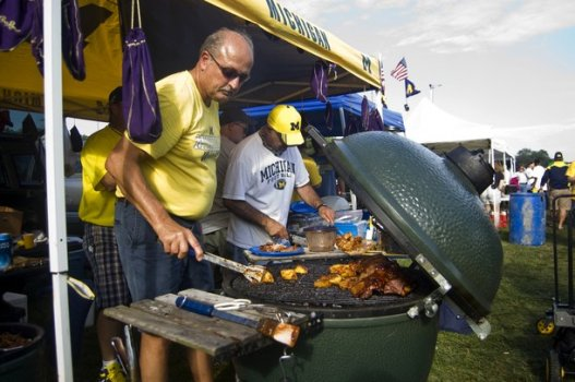 091011_SPT_U_of_M_vs_ND_tailgate_JT_04_display