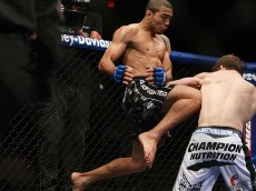 jose-aldo-flying-knee
