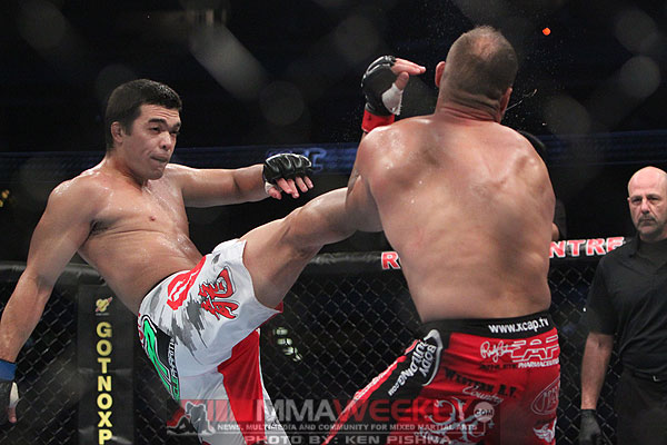 machida-v-couture-ufc-129_9780_crane kick