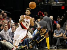 Dec. 3, 2015 - ALLEN CRABBE (23) shuffles off a pass. The Portland Trail Blazers hosted the Indiana Pacers at the Moda Center. (Photo by David Blair/Zuma Press/Icon Sportswire)