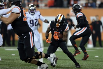Nov 21, 2015; Corvallis, OR, USA; Oregon State Beavers wide receiver Victor Bolden (6) runs the ball in the third quarter against the Washington Huskies at Reser Stadium. Mandatory Credit: Scott Olmos-USA TODAY Sports