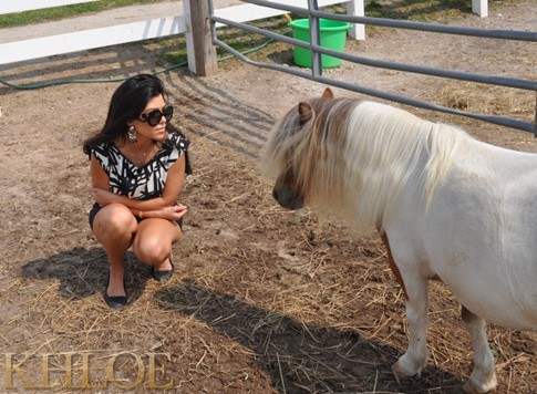 Khloe-Kardashian-Kourtney-Kardashian-Horse-Ranch-3