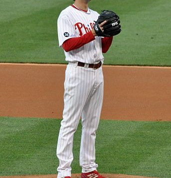 Cole_Hamels_pitching_2010
