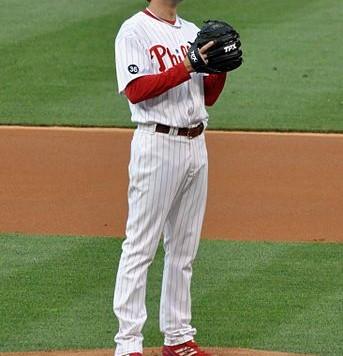 Cole_Hamels_pitching_2010