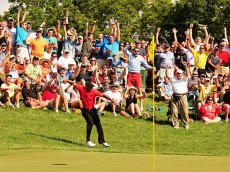 tiger-woods-chips-in-2012-memorial-16th