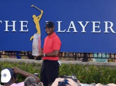 Tiger-Woods-Wins-PLAYERS-Championship-2013