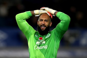 LIVERPOOL, ENGLAND - NOVEMBER 01: Tim Howard of Everton looks dejected during the Barclays Premier League match between Everton and Swansea City at Goodison Park on November 01, 2014 in Liverpool, England. (Photo by Chris Brunskill/Getty Images)