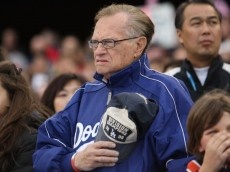 LOS ANGELES, CA - MARCH 22:  TV personality Larry King salutes during the national anthem before the semifinal game of the 2009 World Baseball Classic between United States and Japan on March 22, 2009 at Dodger Stadium in Los Angeles, California. Japan defeated the United States 9-4.  (Photo by Stephen Dunn/Getty Images)