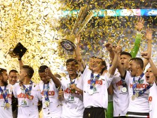 PHILADELPHIA, PA - JULY 26: Team Mexico celebrates after defeating Jamaica in the CONCACAF Gold Cup Final at Lincoln Financial Field on July 26, 2015 in Philadelphia, Pennsylvania. Mexico won, 3-1. (Photo by Patrick Smith/Getty Images)