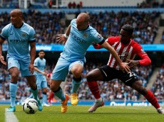 :MANCHESTER, ENGLAND - MAY 24: Elijero Elia of Southampton and Pablo Zabaleta of Manchester City battle for the ball during the Barclays Premier League match between Manchester City and Southampton held at Etihad Stadium on May 24, 2015 in Manchester, England. (Photo by Dean Mouhtaropoulos/Getty Images)