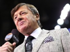 SAN ANTONIO, TX - MARCH 21: TV personality Craig Sager speaks on the court in the first half between the Nebraska Cornhuskers and the Baylor Bears during the second round of the 2014 NCAA Men's Basketball Tournament at AT&T Center on March 21, 2014 in San Antonio, Texas.  (Photo by Ronald Martinez/Getty Images)