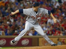 ARLINGTON, TX - SEPTEMBER 29:  Tom Gorzelanny #32 of the Detroit Tigers pitches against the Texas Rangers in the bottom of the fourth inning at Globe Life Park in Arlington on September 29, 2015 in Arlington, Texas.  (Photo by Tom Pennington/Getty Images)