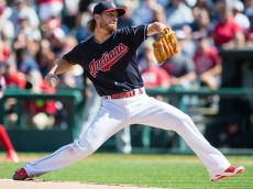 CLEVELAND, OH - SEPTEMBER 25: Starting pitcher Josh Tomlin #43 of the Cleveland Indians pitches during the first inning against the Chicago White Sox at Progressive Field on September 25, 2016 in Cleveland, Ohio. (Photo by Jason Miller/Getty Images)